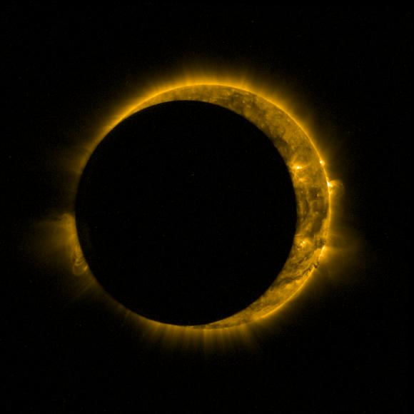 El Sol eclipsado parcialmente por la Luna visto por la nave europea Proba-2 (ESA/Royal Observatory of Belgium).