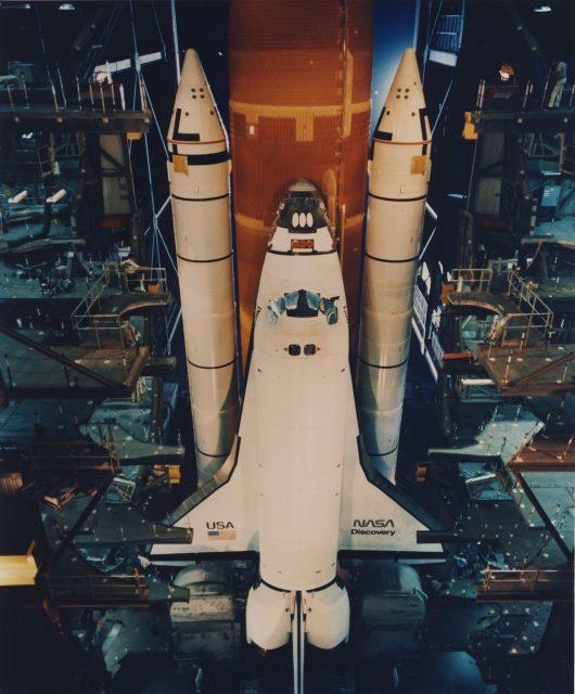 El gusano en el ala del Discovery (STS-26) (NASA).