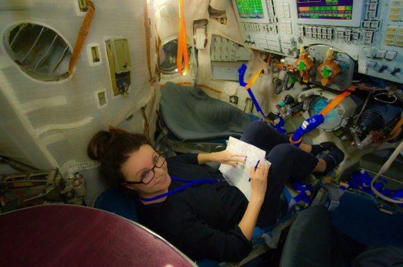 Sarah Brightman en el simulador de la Soyuz (TsPK).