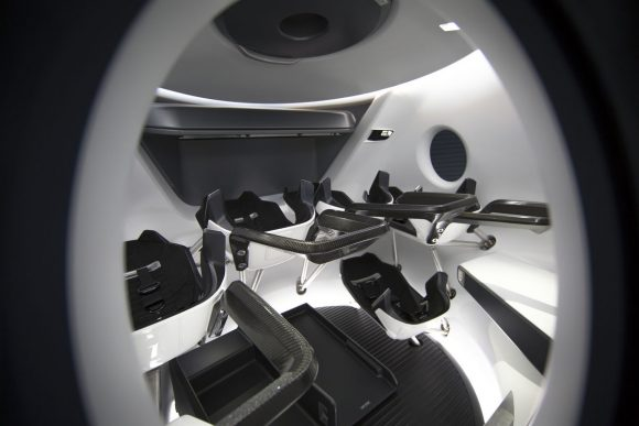 Vista del interior de la Dragon 2 (SpaceX).