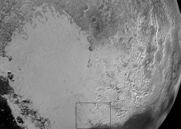 Imagen de contexto de las fotografías anteriores. El recuadro negro marca la posición de los glaciares (NASA/JHUAPL/SwRI).