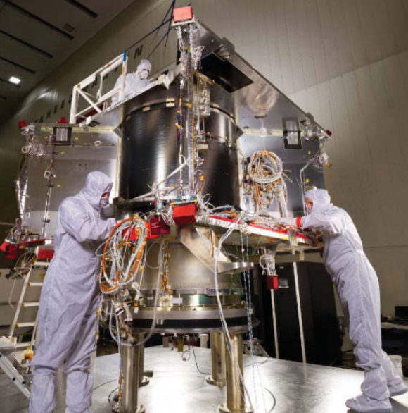 OSIRIS-REx durante la construcción (NASA).