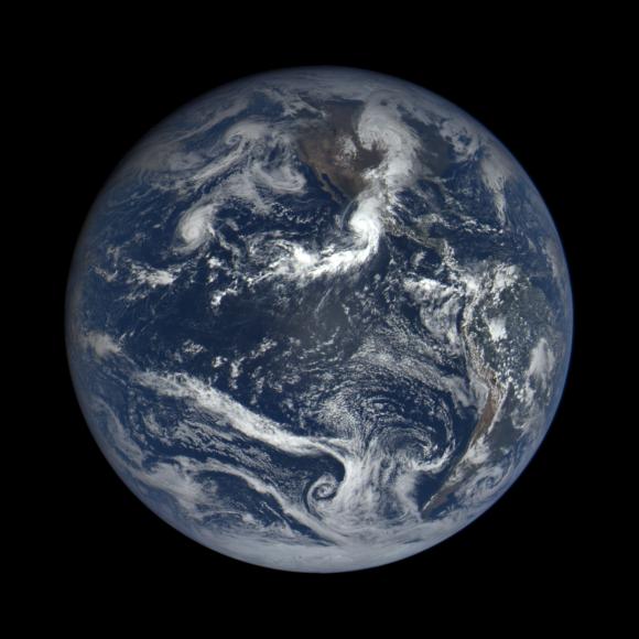 Imagen de la Tierra del 23 de octubre con el huracán Patricia (NASA/NOAA).