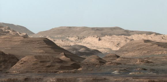 El Marte real del cráter Gale visto por Curiosity en falso color (NASA/JPL).