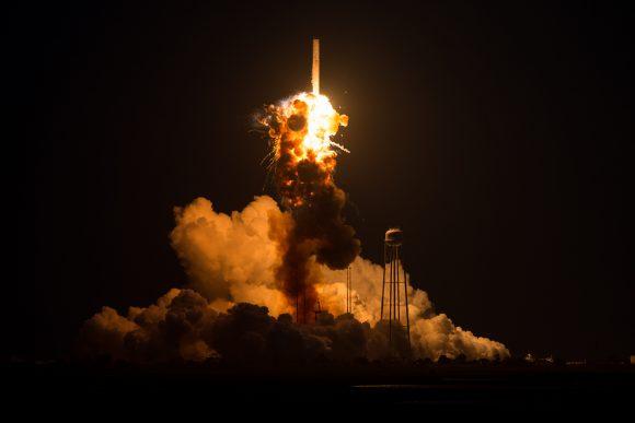 Otra perspectiva de la explosión inicial (NASA).
