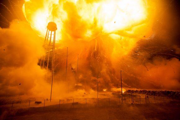 Imagen de la explosión del Antares con la nave de carga Cygnus Orb-3 (NASA).