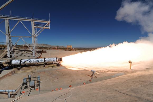 Prueba del motor LEO-46 de la primera etapa (Aerojet Rocketdyne).