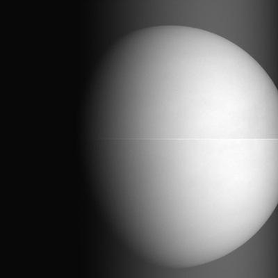 Imagen de la cámara IR1 (1 micra) tomada a 68 000 km el 7 de diciembre (JAXA).