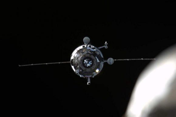 La nave de carga Progress MS-01 antes del acoplamiento con la ISS (NASA).