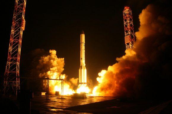 Lanzamiento del Ekspress AMU1 (Roscosmos).