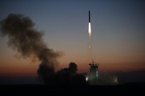 Lanzamiento del DAMPE (Xinhua).