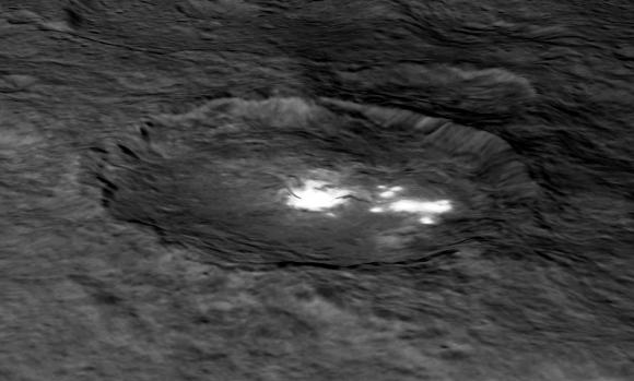 Reconstrucción 3D del cráter Occator (NASA/JPL-Caltech/UCLA/MPS/DLR/IDA).