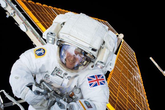 Tim Peake en el exterior de la ISS durante la EVA-35 (NASA).