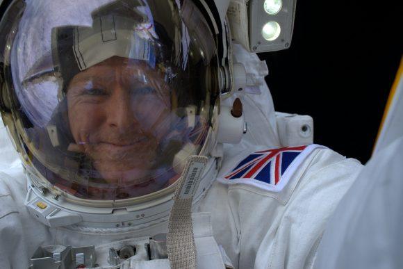 Otro selfie de Peake (NASA).