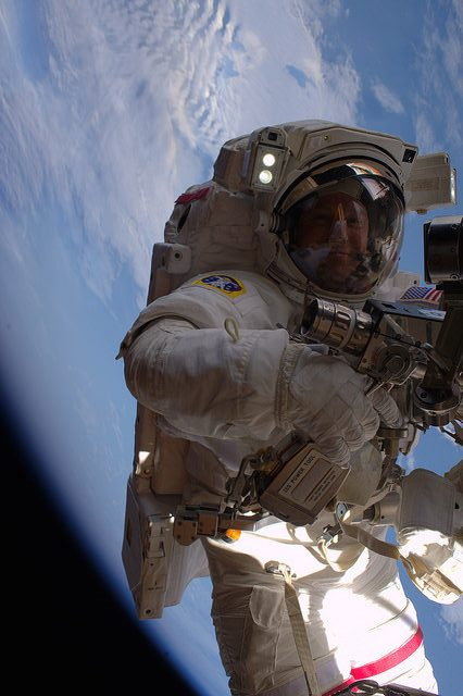 Kopra durante la EVA (NASA).