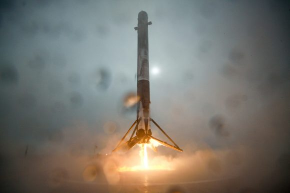 Aterrizaje de la primera etapa en la barcaza ASDS (SpaceX).