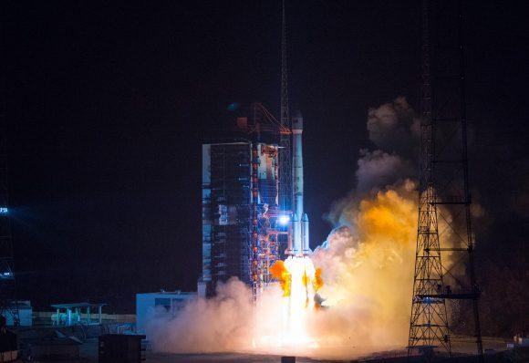 Lanzamiento del Belintersat 1 (Xinhua).