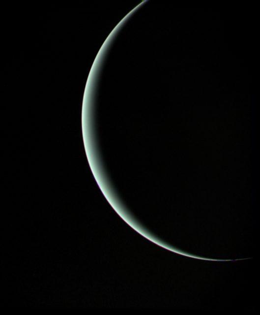 Urano visto por la Voyager 2 después del encuentro del 24 de enero de 1986. Una perspectiva imposible de obtener desde la Tierra (NASA/JPL).