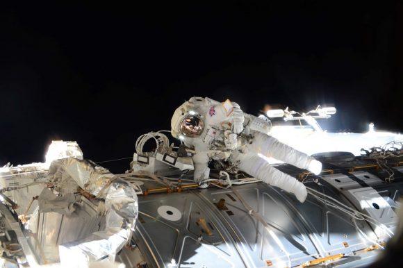 Peake en el exterior (NASA).