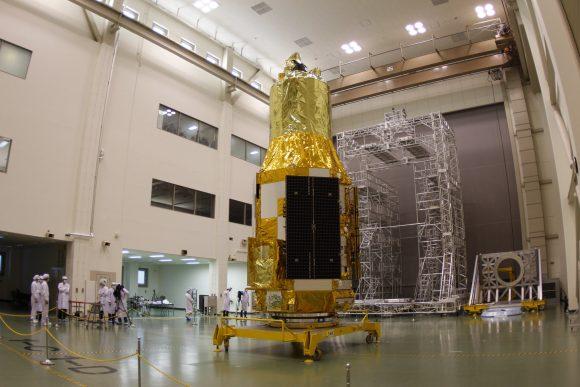 Hitomi antes del lanzamiento (JAXA).
