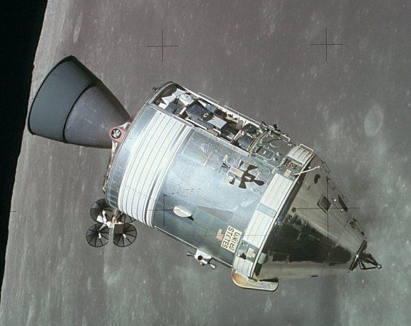 El CSM del Apolo 15 en órbita lunar (NASA).
