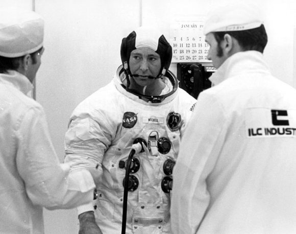 Ed Mitchell antes de despegar en la misión Apolo 14 (NASA).