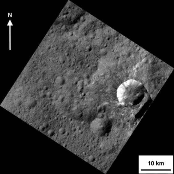 El cráter Oxo de Ceres, el único lugar del asteroide donde se ha confirmado la presencia de agua líquida  (NASA/JPL-Caltech/UCLA/MPS/DLR/IDA/PSI).