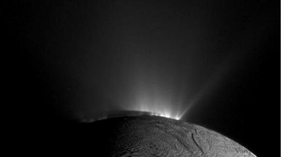 Géiseres del polo sur de Encélado (NASA/JPL).