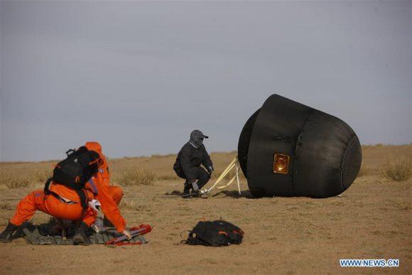 Aterrizaje de la cápsula Shijian 10 en Mongolia Interior (Xinhua).