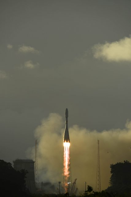 Sentinel-1B_lifts_off
