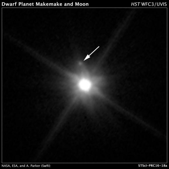 MK 2, la luna de Makemake, vista por la cámara Wide Field Camera 3 del Hubble en abril de 2015 (NASA, ESA, A. Parker and M. Buie (Southwest Research Institute), W. Grundy (Lowell Observatory), and K. Noll (NASA GSFC)).