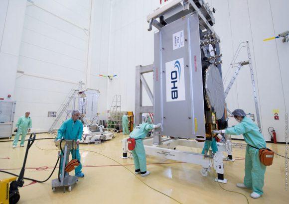13th_Galileo_satellite_moved_to_dispenser