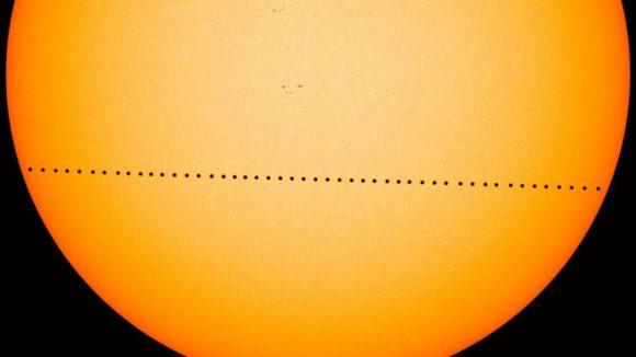El tránsito de Mercurio visto en visible por el SDO (NASA).