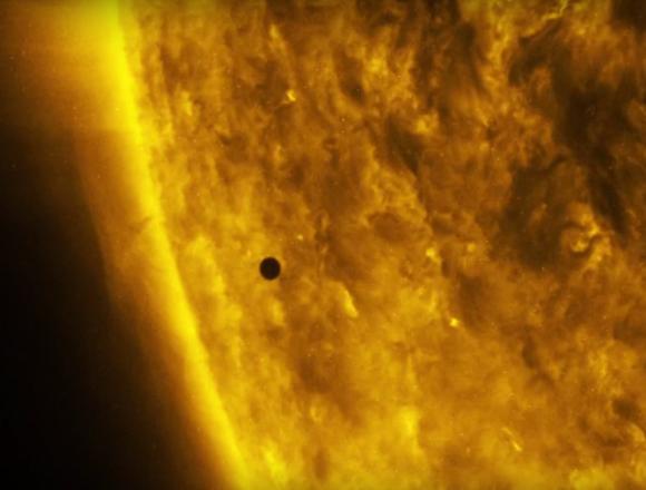 Mercurio comienza el tránsito visto por el SDO (NASA/SDO).