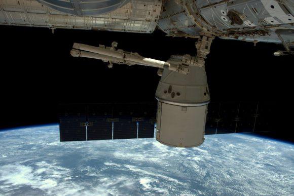 La Dragon CRS-8 acoplada a la ISS (NASA).