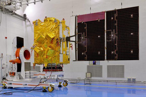 9insat-3drsatelliteincleanroomwithsolarpanelsdeployed