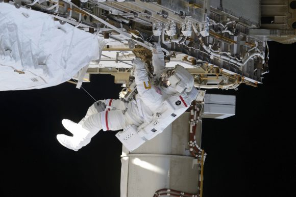 Jeff Williams durante la EVA 37 (NASA).