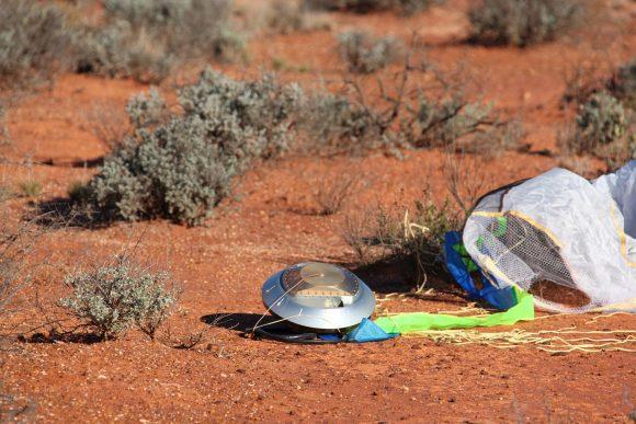 Aterrizaje en Australia de la cápsula de la sonda Hayabusa con las muestras del asteroide Itokawa (JAXA).