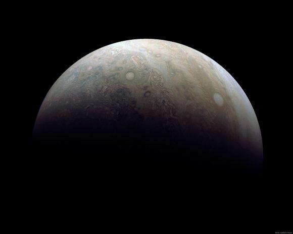 Otra imagen del 11 de diciembre (NASA/JPL-Caltech/SwRI/MSSS/D. Peach).