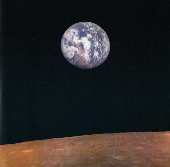 La Tierra vista desde la Luna por la sonda Zond 7, una nave Soyuz modificada para el programa 7K-L1 (Don P. Mitchell/http://mentallandscape.com/).