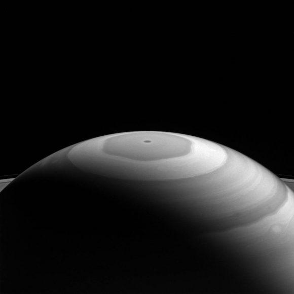 El hexágono visto el 5 de septiembre en el infrarrojo cercano (NASA/JPL-Caltech/Space Science Institute).