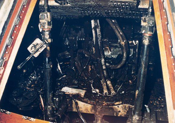 El interior de la cápsula tras el incendio (NASA).