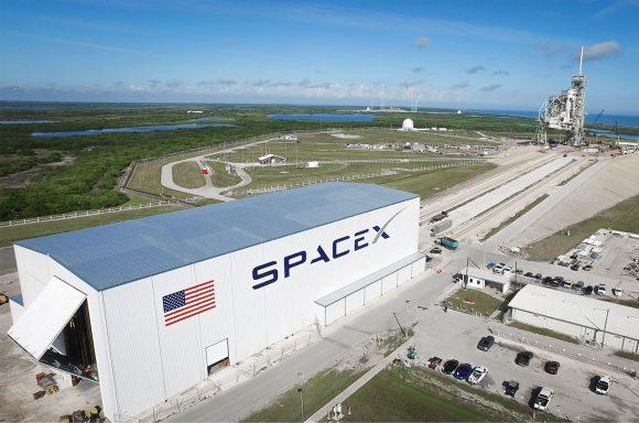 SpaceX planea usar por primera vez en 2017 la rampa 39A del KSC, usada en las misiones Apolo y del transbordador (SpaceX).