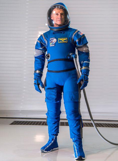El astronauta de la NASA Chris Ferguson con el nuevo traje de presión de la Boeing CST-100 Starliner (Boeing).