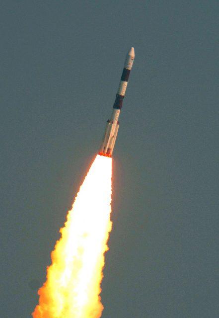 Lanzamiento de la misión PSLV C37 (ISRO).