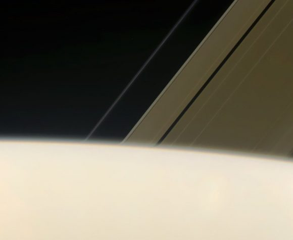 Los anillos de Saturno vistos contra el limbo del planeta el 20 de enero (NASA/JPL-Caltech/Space Science Institute/Jason Mayor).