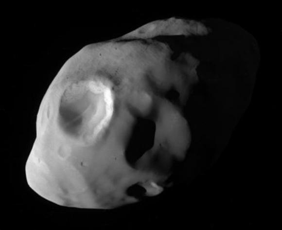 Vista de Pandora, de 84 km de diámetro, el 18 de diciembre de 2016 a 41.000 km de distancia (NASA/JPL-Caltech/Space Science Institute).