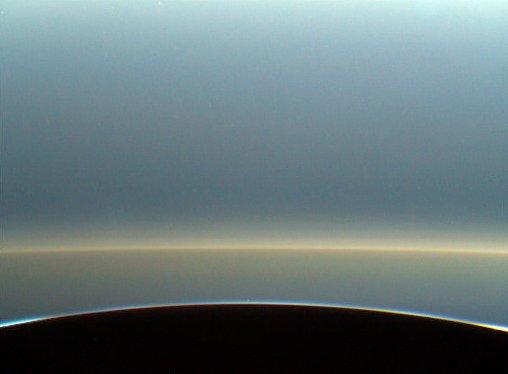 El difuso anillo E, creado por Encélado, visto el 26 de abril  (NASA/JPL-Caltech/Kevin M. Gill @kevinmgill).