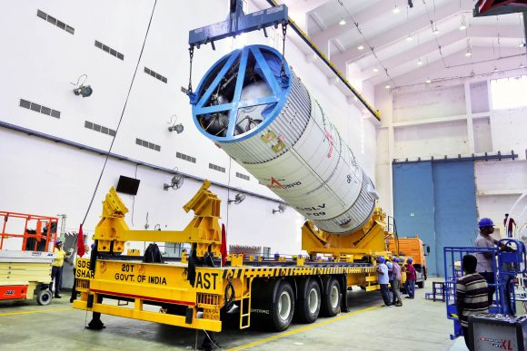 46hoistingofthegslv-f09secondstageduringvehicleintegration