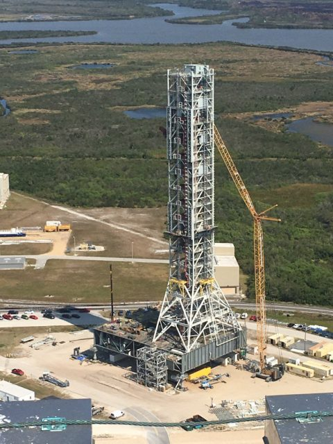 Preparando la torre ML del SLS (NASA).